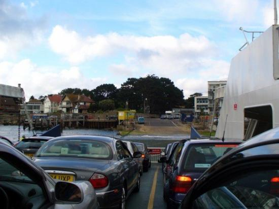Swanage (เมืองสวาเนจ), UK: 20070616 Toll ferry from Swanage to Sandbanks which just last for 3 mins...