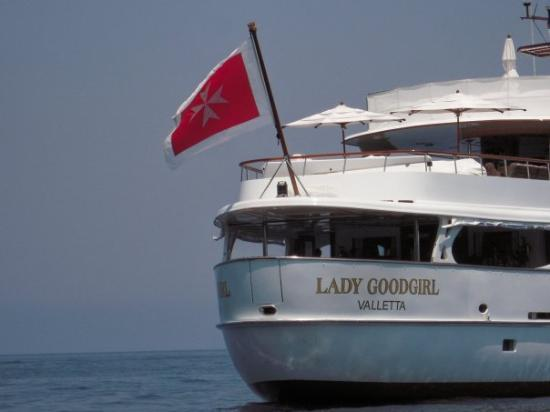 Caprie, อิตาลี: A yacht off the coast of the island of Capri. The Lady Goodgirl