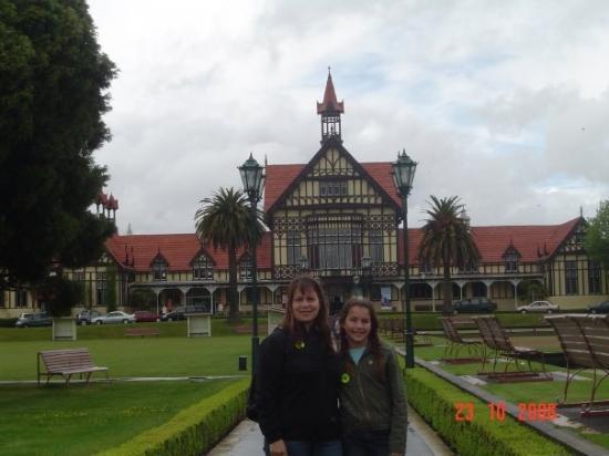 โอกแลนด์เซ็นทรัล, นิวซีแลนด์: Rotorua, donde hay muchisima actividad volcanica y centro de aguas termales, detras se ve el mus