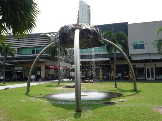 มะนิลา, ฟิลิปปินส์: Manila Bonifacio high street