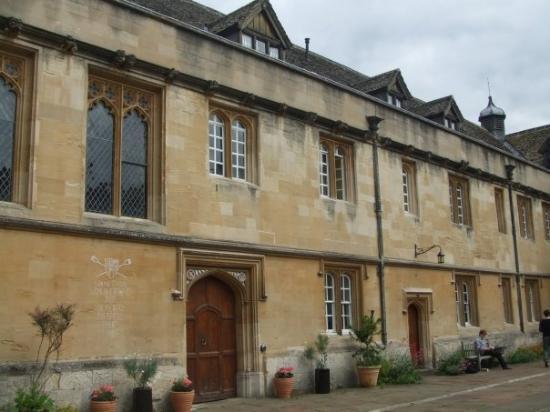 อ๊อกซฟอร์ด, UK: it's a beautiful college, founded by Henry VII.  One of the oldest college in Oxford. At the beg