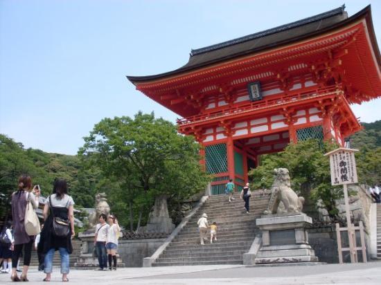 วัดคิโยมิซุ: Kiyomizu temple.