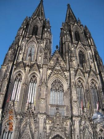 โคโลญ, เยอรมนี: It has the second-tallest church spires, only surpassed by the single spire of Ulm Cathedral, co