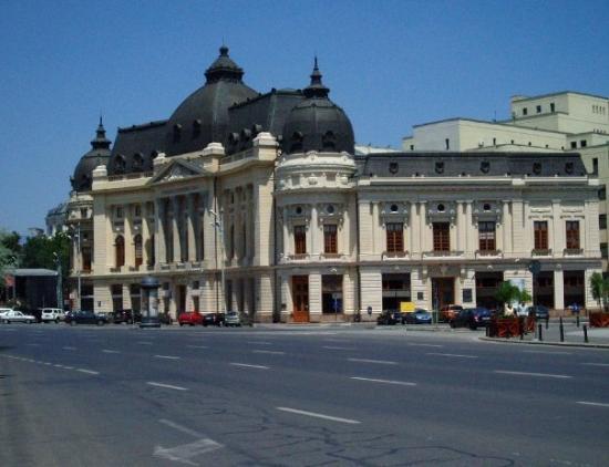 บูคาเรสต์, โรมาเนีย: One of the many historic buildings in Bucharest. Locate opposite of the old Royal palace on Cal