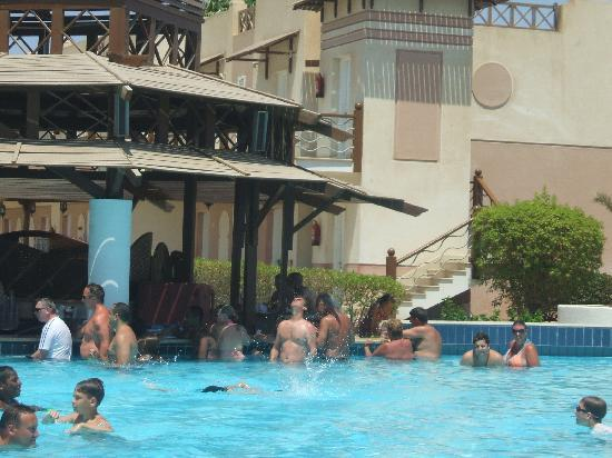 Concorde El Salam Front Hotel: The pool bar