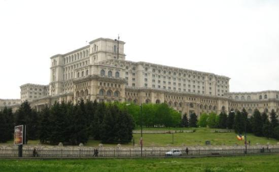 บูคาเรสต์, โรมาเนีย: The Palatul Parlamentului (Parliament Palace) is the work of dictator Caeausescu. Five square ki