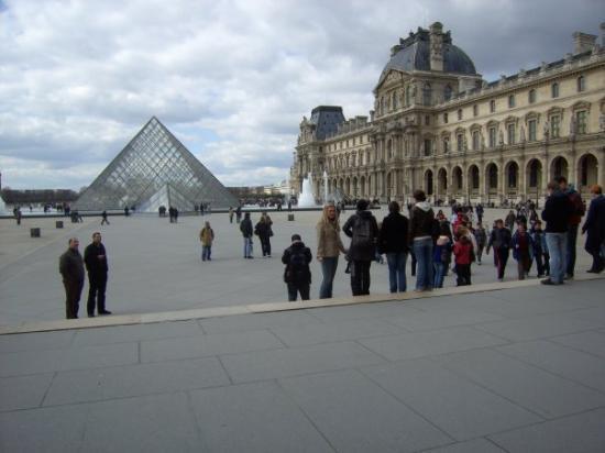 Le Louvre des Antiquaires: Le Louvre