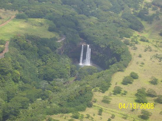 Safari Helicopters: Wailua falls from the air