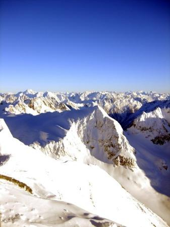 เอนเกลเบิร์ก, สวิตเซอร์แลนด์: View from the top of Mount Titlis - 3,200 metres above sea level!!!  Engelberg, Switzerland - De