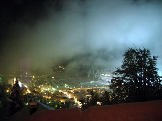 เอนเกลเบิร์ก, สวิตเซอร์แลนด์: Engelberg at night. Engelberg, Switzerland - Dec 2007