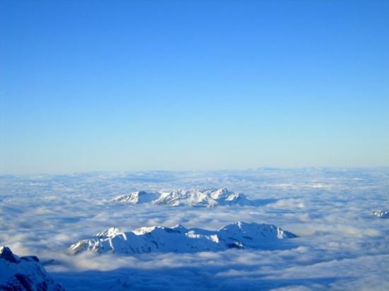 เอนเกลเบิร์ก, สวิตเซอร์แลนด์: View from the top of Mount Titlis - 3,200 metres above sea level!!! Engelberg, Switzerland - De