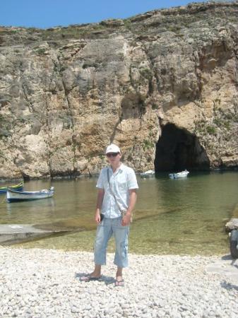 San Lawrenz, มอลตา: Před Inland sea, slaným jezerem propojeným s mořem podzemním tunelem