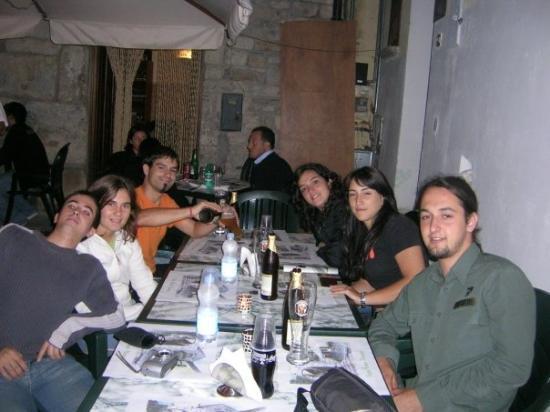 """Potenza, อิตาลี: Al """"cameriere"""" menjant pizes bones bones"""