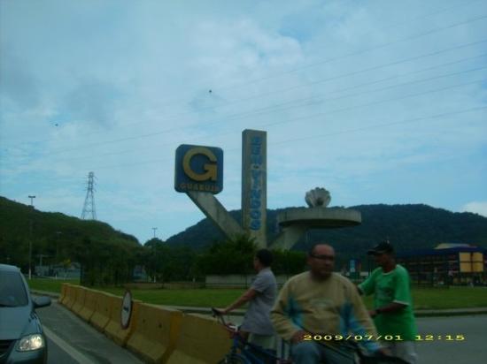กูอารูจา: Entrada a la ciudad de Guarujá.