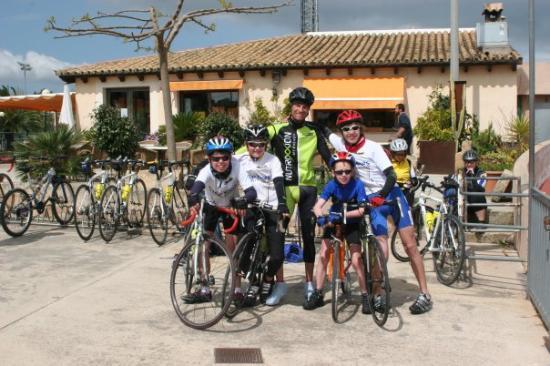 Sineu, สเปน: Blacky and the Kids