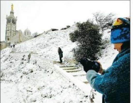 มาร์แซย์, ฝรั่งเศส: Notre Dame de la Garde durante la nevada