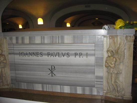 นครวาติกัน, อิตาลี: Papal tomb