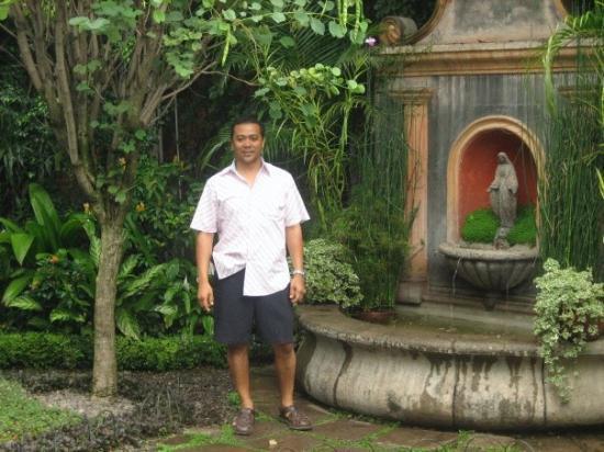อันตีกวา, กัวเตมาลา: Me being a poser in Antigua