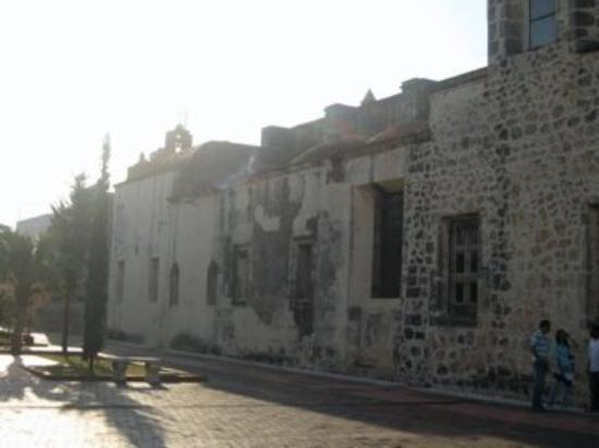 สาธารณรัฐโดมินิกัน: Church walls built from Reef and Volcanic rocks