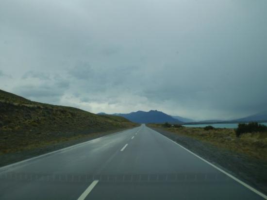 เอลคาลาเฟต, อาร์เจนตินา: Camino del aeropuerto al pueblo