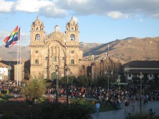 กุสโก, เปรู: 500 year culture still exist today in Peru