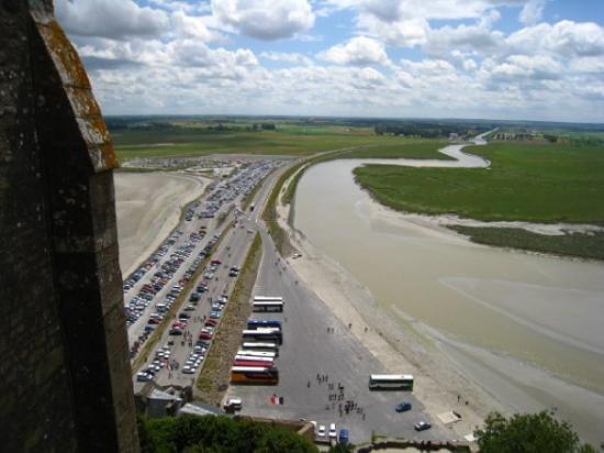 Mont-Saint-Michel, ฝรั่งเศส: A lots of cars!