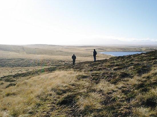 สแตนลีย์, หมู่เกาะฟอล์กแลนด์: Jolly and Joe at Darwin, the Argies held the high ground, our troops had to come up from the bea