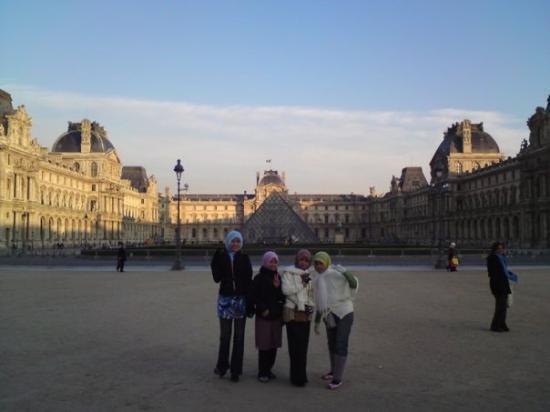 พิพิธภัณฑ์ลูฟวร์: le Louvre..piramid moden