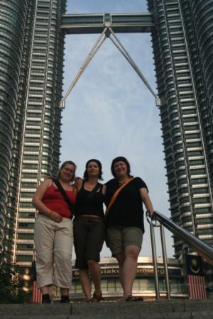 ตึกแฝดเปโตรนาส: Kuala Lumpur - Petronas Towers at day