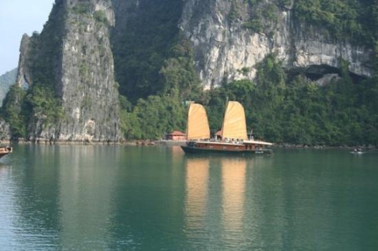 ฮาลองเบย์, เวียดนาม: Vietnam -  Hanlong Bay