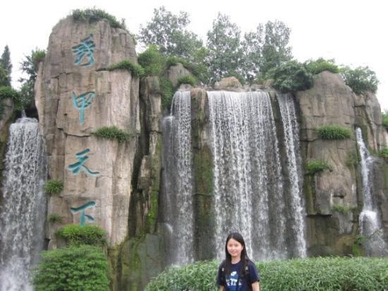 Mount Emei (Emeishan): Fake waterfall