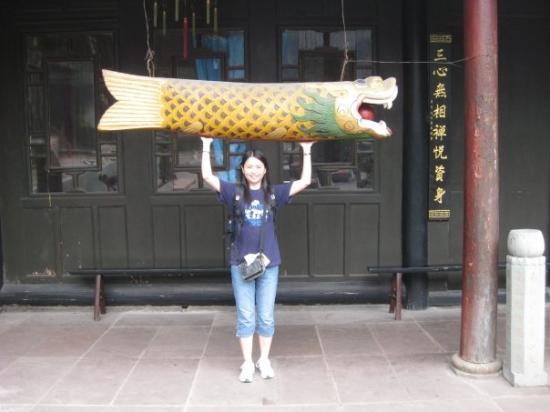Mount Emei (Emeishan): I caught a fish