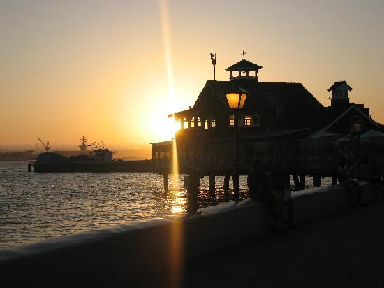 Sheraton San Diego Hotel & Marina: Sunset at Seaport Village