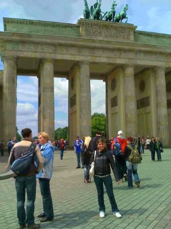 ประตูบรานเด็นเบิร์ก: S Meli vor em Brandenburger Tor