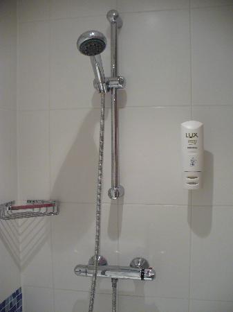 Holiday Inn Express Berlin City Centre-West: Great shower!