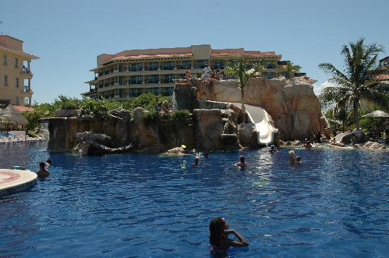 Hotel Marina El Cid Spa & Beach Resort: Slide and diving cliff
