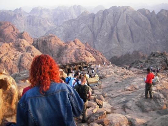 Saint Catherine, อียิปต์: Descending from the top of Mt. Sinai... well the wrong Mt. Sinai! Can't believe I spent 7 hours