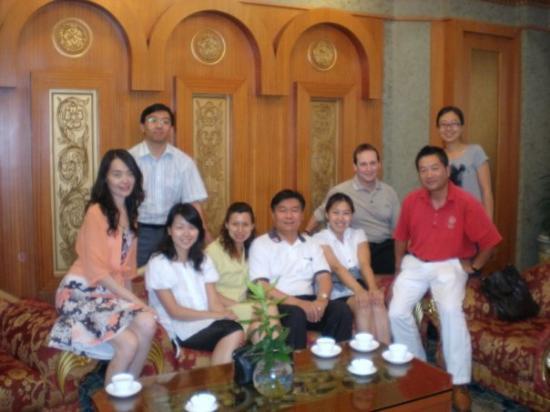 เทียนจิน, จีน: Friends at ESM Tianjin