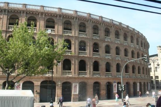 วาเลนเซีย, สเปน: Yes, they still have bullfights.