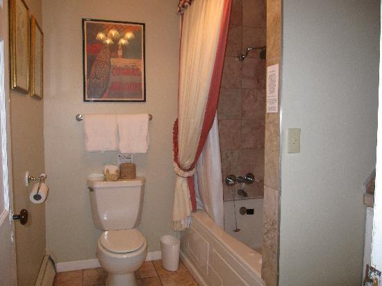 Fairlawn Inn: Bathroom