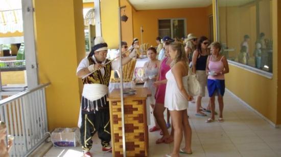Pegasos World Hotel: IIIIIIIIIIIIIIIIIIIIIIIIIIICIIIIIIIICREEEEEEEMMMMMMMM...