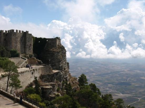 ซิซิลี, อิตาลี: Up in the clouds in Erice, Sicily