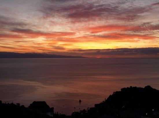 ซิซิลี, อิตาลี: Sunrise over Taormina, Sicily