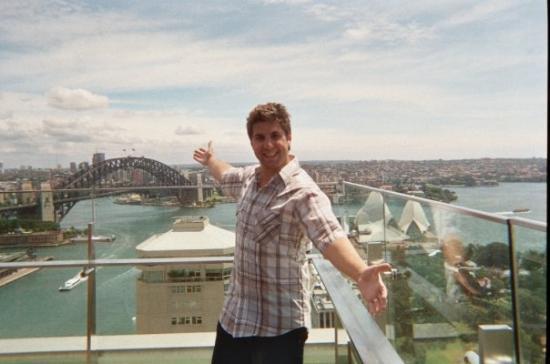 สะพานซิดนีย์ฮาเบอร์: the deck off our hotel, the most amazing views ever!
