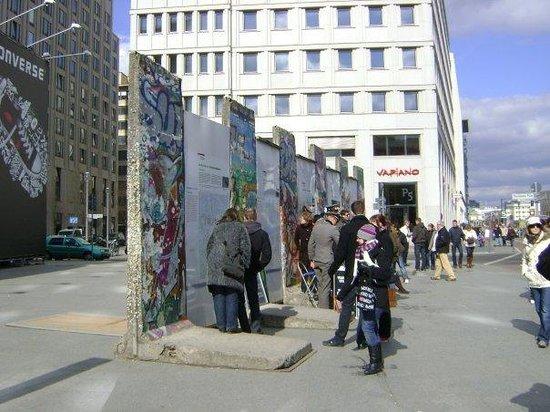 อนุสรณ์สถานกำแพงเบอร์ลิน: berliner mauer