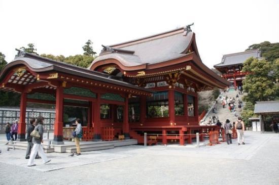คามากุระ, ญี่ปุ่น: Getting closer to the shrine.