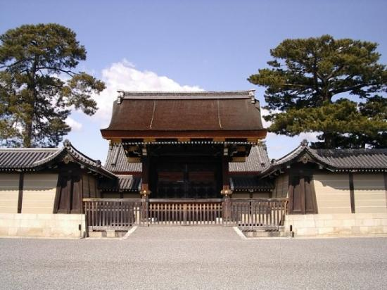 One of the entrance (but closed) gates to the Kyoto Imperial Palace.