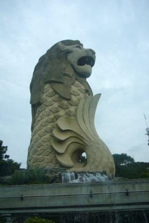 เกาะเซนโตซา, สิงคโปร์: ...魚...魚尾獅ar...o_o...好大ar !!...成坐山咁...