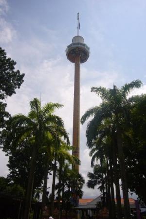 เกาะเซนโตซา, สิงคโปร์: ...好高ge觀光塔...-口-...wa...