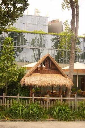 เกาะเซนโตซา, สิงคโปร์: ...唔知點解...新加坡道道都係三角形屋頂...